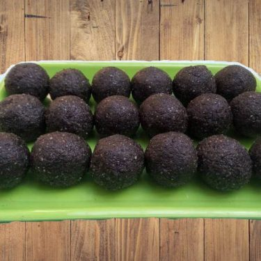 Black Til Laddu (Kari Yellu Undi)